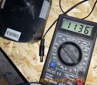 Как проверить блок питания или батарею с помощью мультиметра