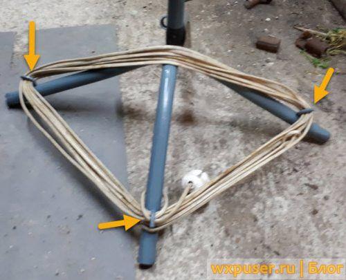 крбючки для провода на ножках стойки
